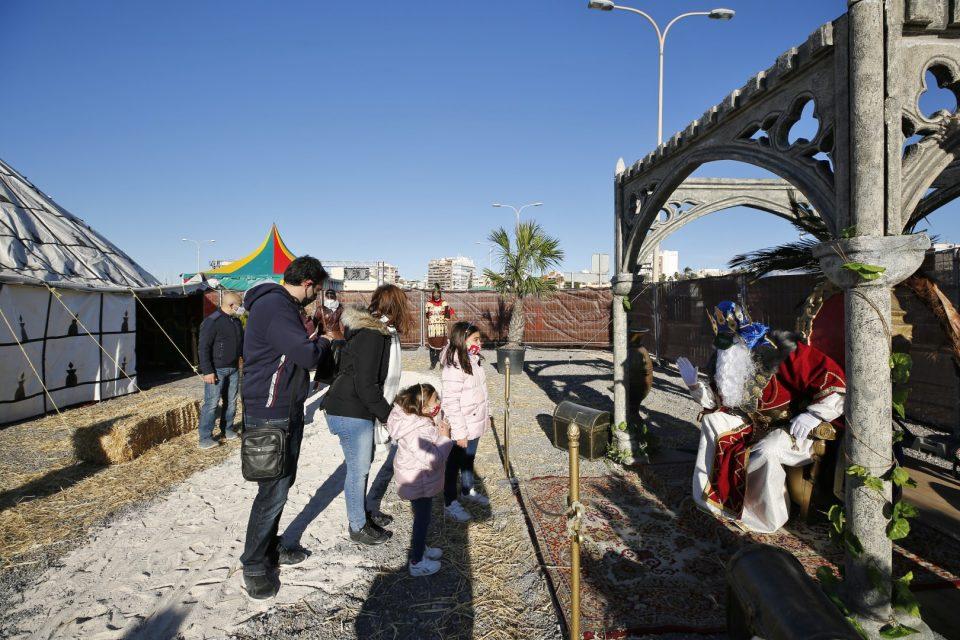 Los Reyes Magos instalan su campamento real en el Puerto Pesquero de Torrevieja 6