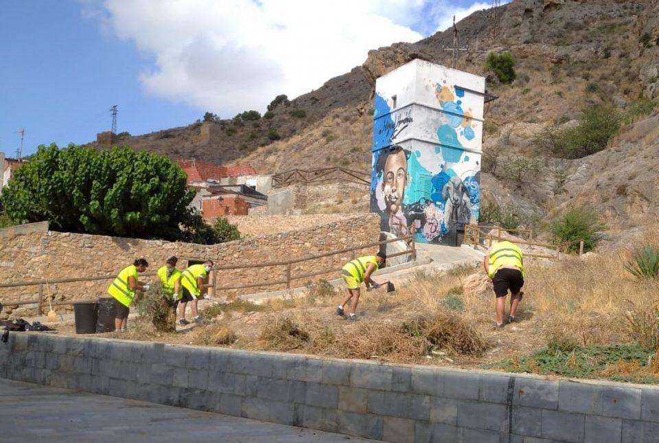 "Orihuela empieza a limpiar barrancos como prevención ante posibles ""gotas frías"" 6"