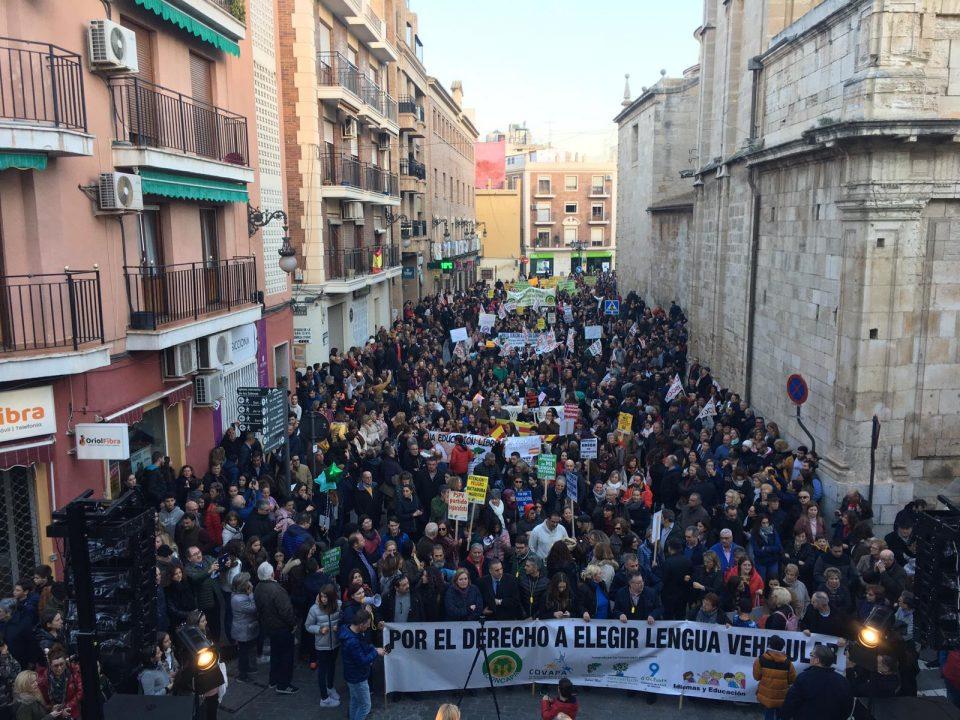 Unas 12.000 personas se manifiestan en Orihuela contra el Plurilingüismo 6