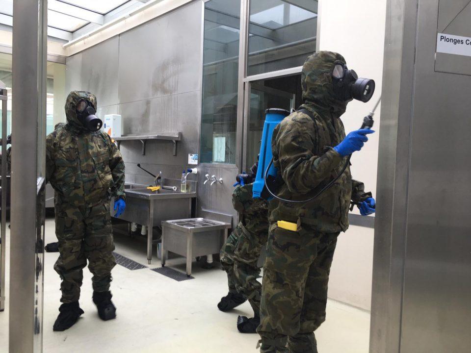 El MOE desinfecta las instalaciones del CdT Torrevieja 6