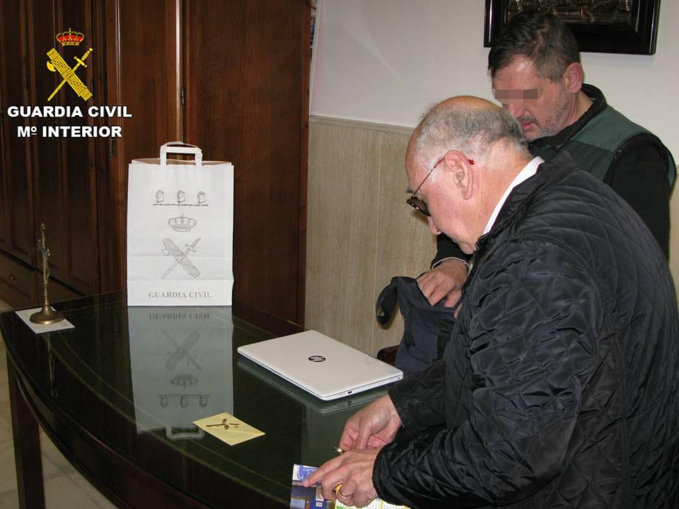 La Parroquia de la Inmaculada Concepción de Torrevieja recupera las cruces robadas 6