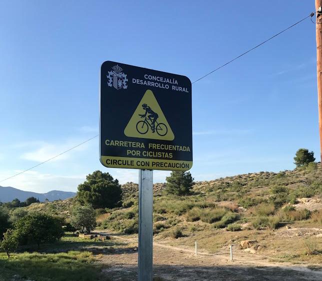 Pedanías instala señales con indicación de respetar a los ciclistas 6