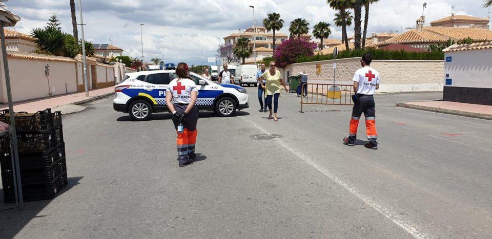 Bernabéu desmiente que sean insuficientes las medidas de seguridad en el mercado de Playa Flamenca 6