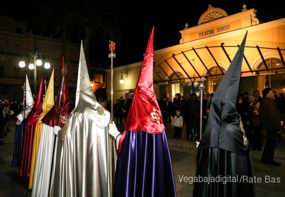 """Un """"nazareno"""" desata la polémica en Orihuela 6"""
