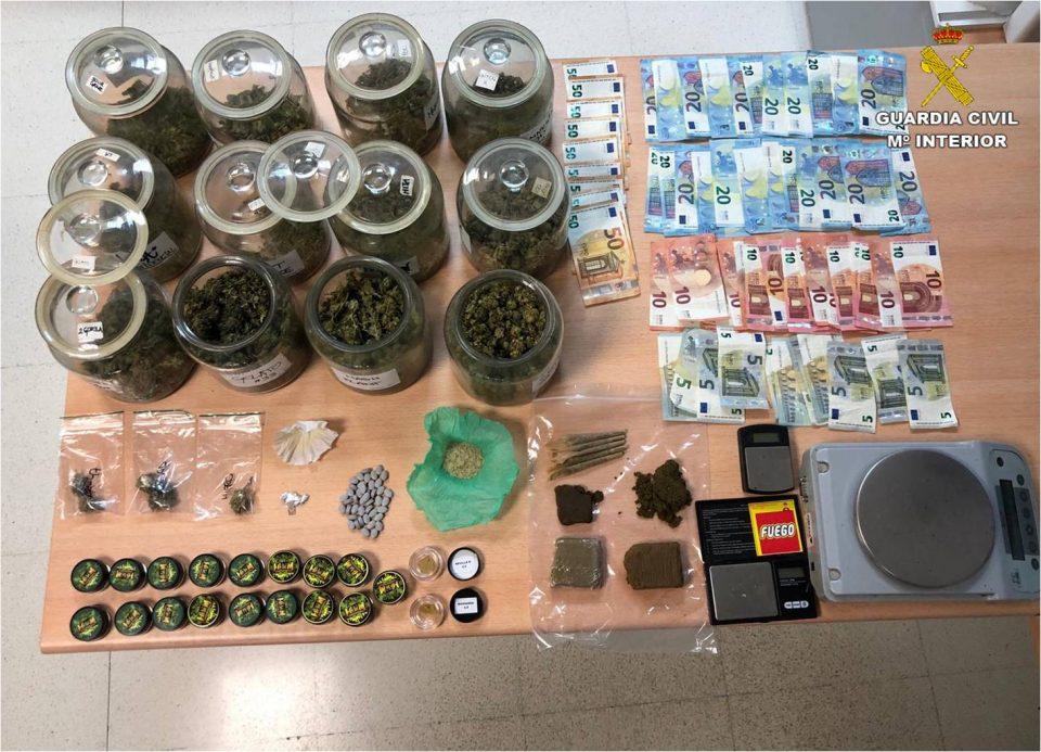 La Guardia Civil precinta una asociación de cannabis en Almoradí 6