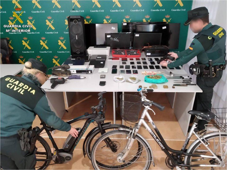 Detenida una banda criminal en Torrevieja que robaba bolsos para comprar droga 6