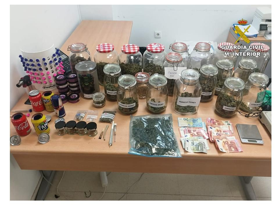 Desarticulado un punto de venta de droga en Rojales 6