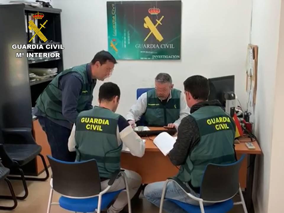 La Guardia Civil detiene a un hombre por falsificar certificados de cursos en Callosa 6
