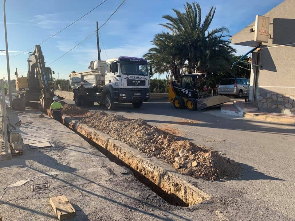 Ejecutan obras en el alcantarillado y red de agua potable del Campo de Guardamar 6