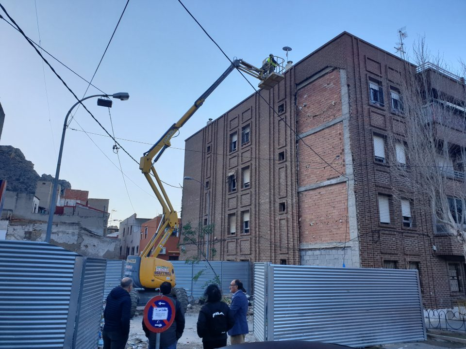 Inician las obras de reparación de la fachada dañada en el barrio de Capuchinos 6