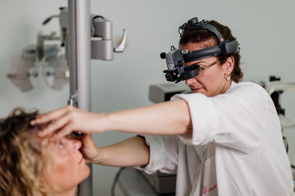 Los oftalmólogos del Hospital de Torrevieja alertan de las lesiones en los ojos en verano 6