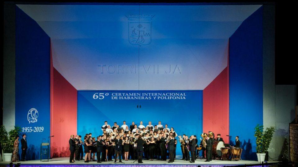 Los coros locales inauguran el Certamen de Habaneras en Torrevieja 6