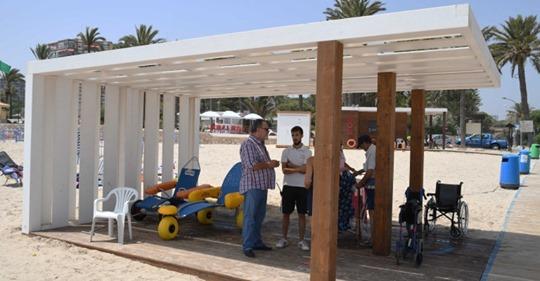 Orihuela dispone de cuatro zonas de baño adaptado en sus playas 6