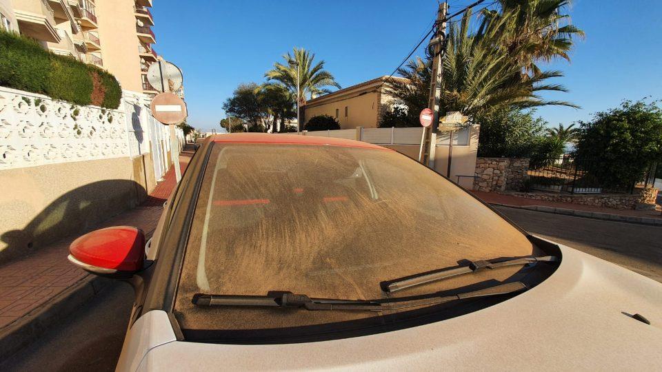Torrevieja amanece bañada de polvo en suspensión pese a no haber llovido 6