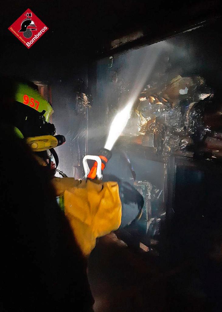 Susto en La Aparecida con un incendio en plena madrugada 6