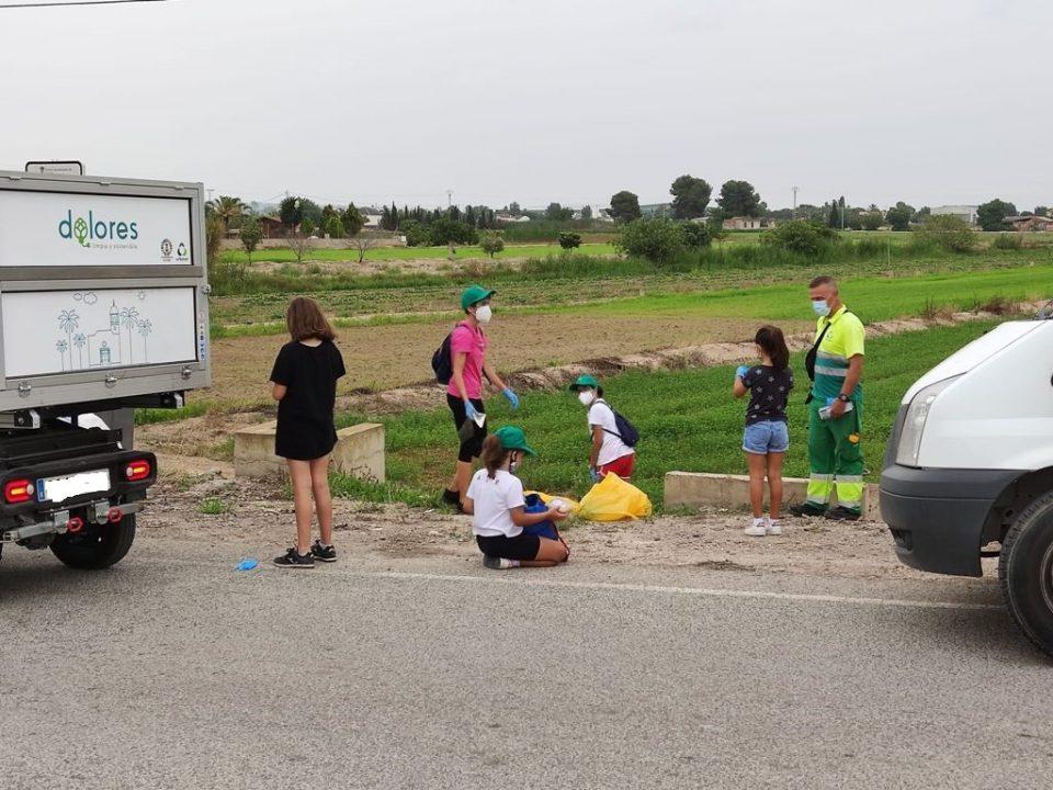 Voluntarios retiran 190kg de basuraleza en la huerta de Dolores 6
