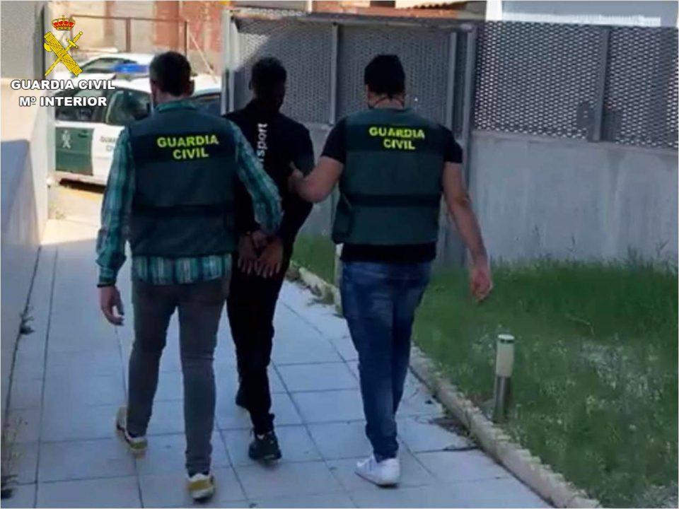 Detenidas ocho personas en la Vega Baja por estafar con técnicas de hacker 6