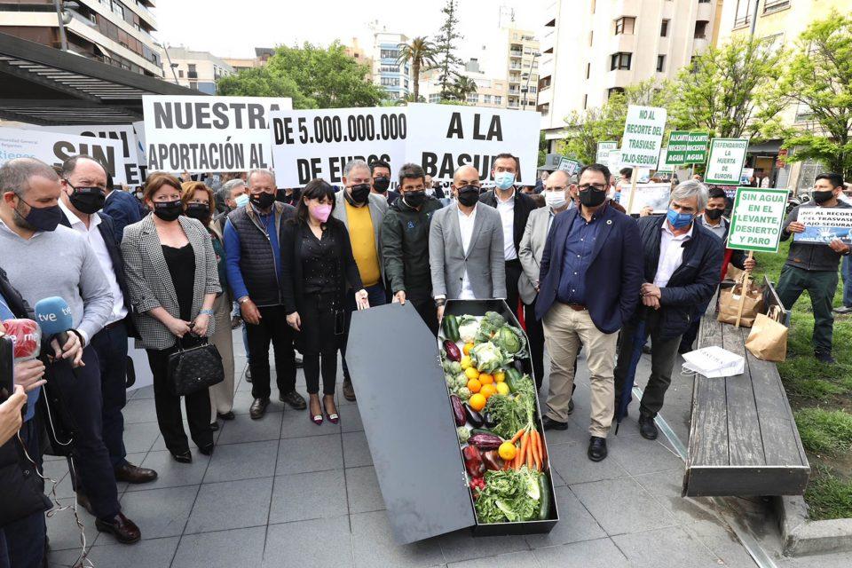 Mazón apela a la unidad más allá de la provincia para defender el trasvase Tajo-Segura 6