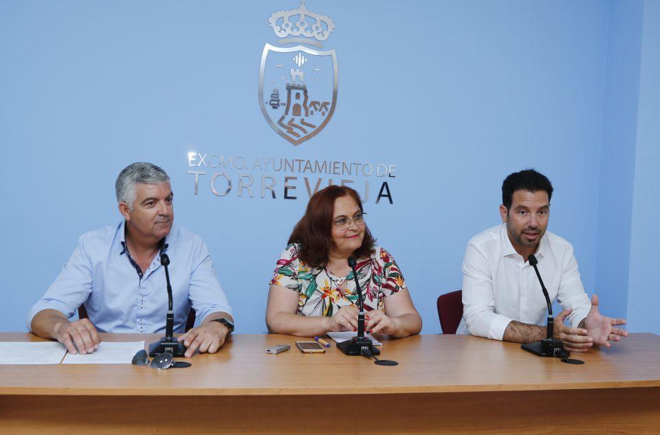 Torrevieja recupera la noche de Hogueras de San Juan en sus playas 6