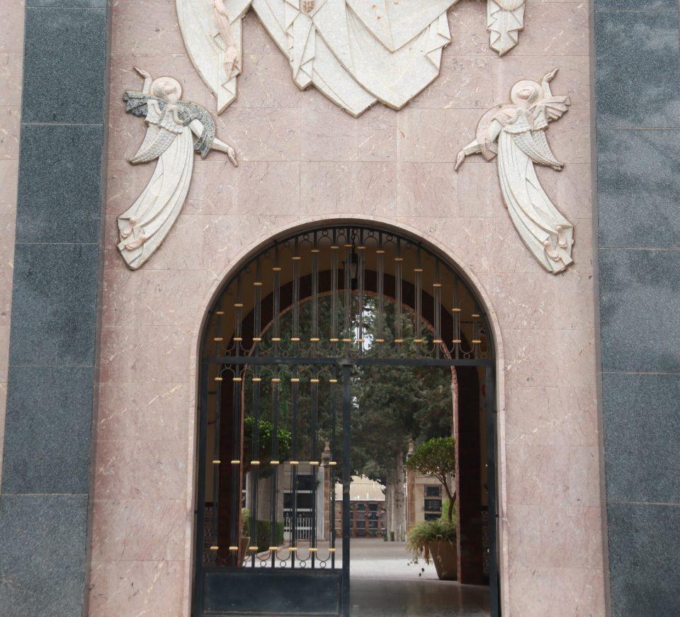 El cementerio de Orihuela abre sus puertas con aforo y horarios limitados 6