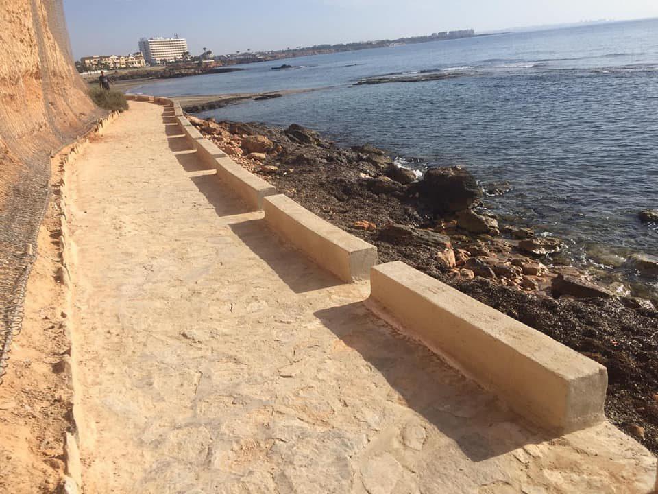 Abren el paseo marítimo de Cabo Roig 6