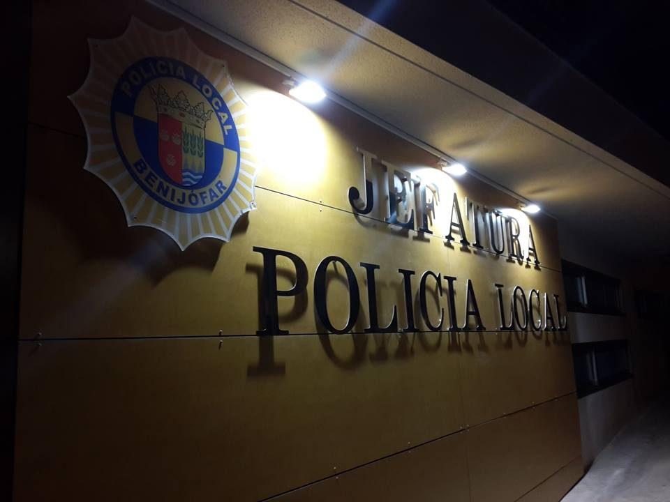La Policía Local de Benijófar disuelve un botellón en pleno Estado de Alarma 6
