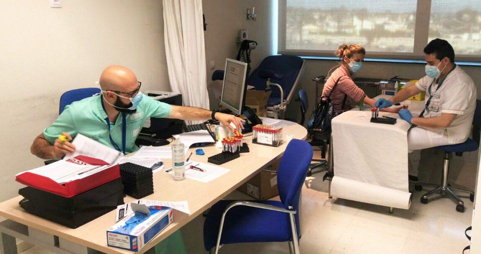 Test masivos a los profesionales del Hospital de Torrevieja para frenar el COVID-19 6