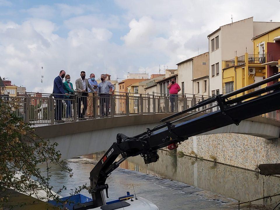 El Ayuntamiento de Orihuela limpia el cauce del río a su paso por la ciudad 6