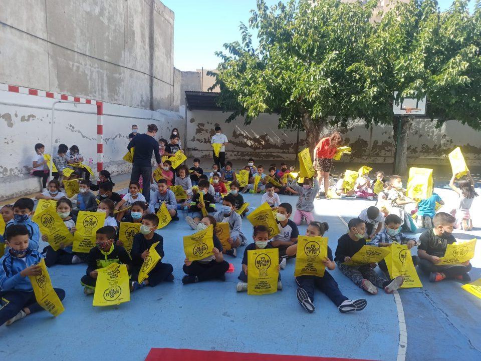 Una obra de teatro para concienciar sobre el reciclaje a los escolares de Orihuela 6