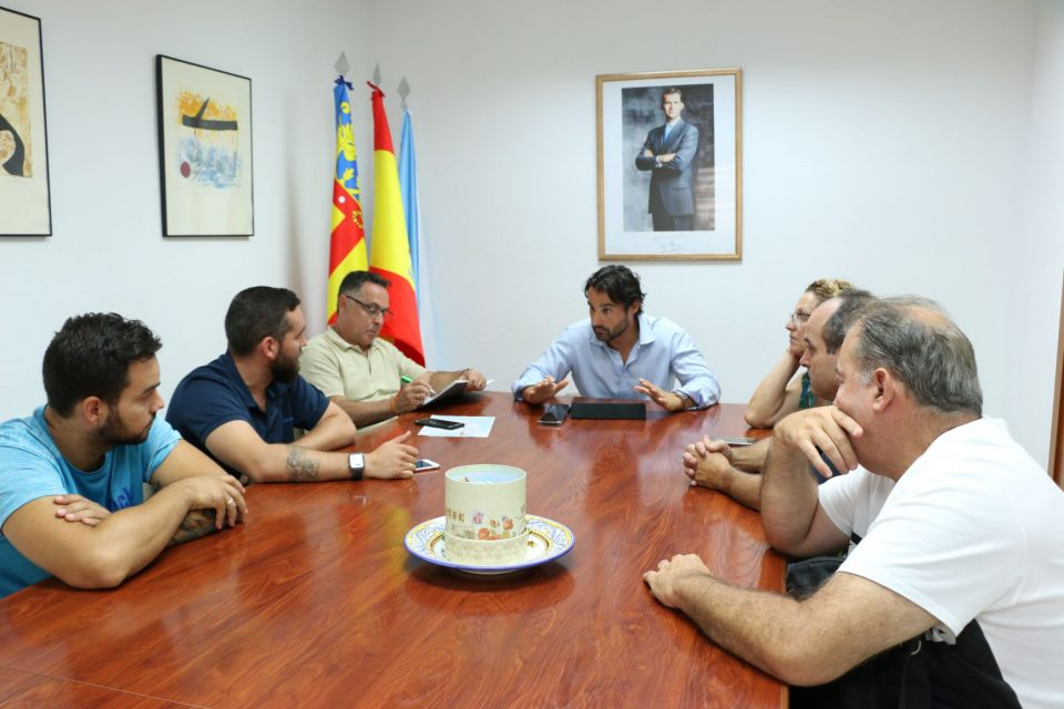 El alcalde de Torrevieja mantiene una reunión con ATIF 6