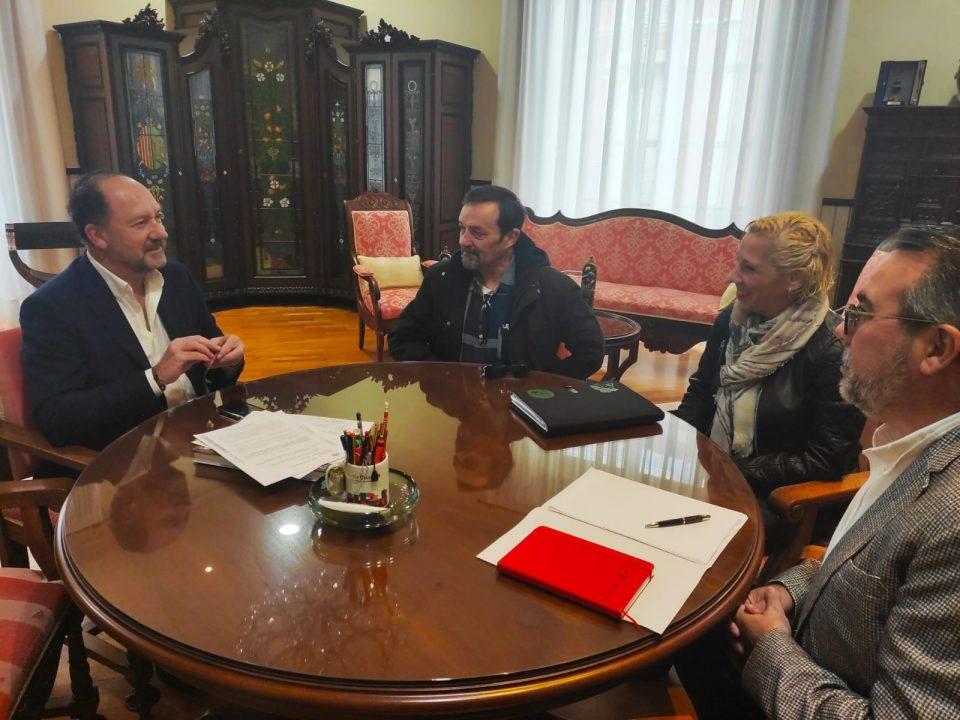 Bascuñana se reúne con la FAPA Gabriel Miró de cara a la manifestación contra la Ley del Plurilingüismo 6