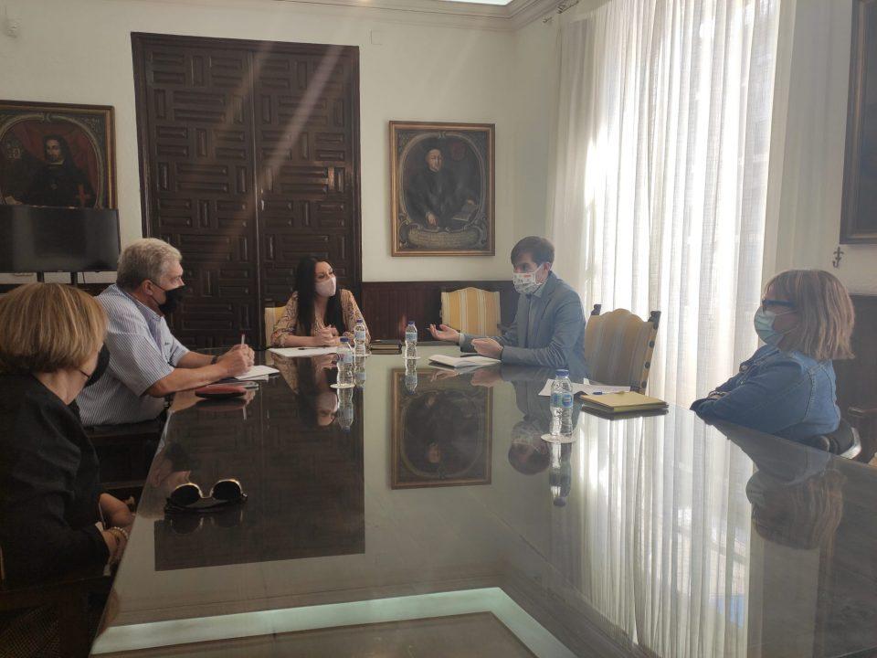 Orihuela busca el compromiso de la Generalitat para recuperar el Centro Oriol y el CRIS 6