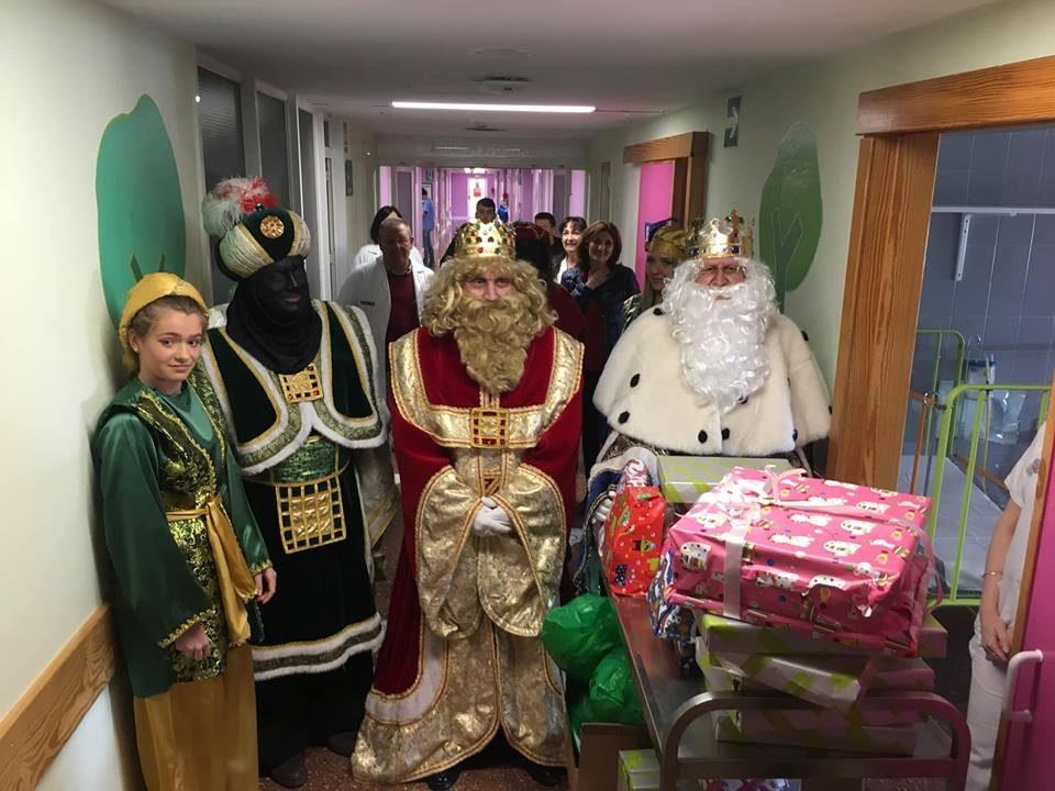 Los Reyes Magos reparten ilusión en el Hospital Vega Baja 6