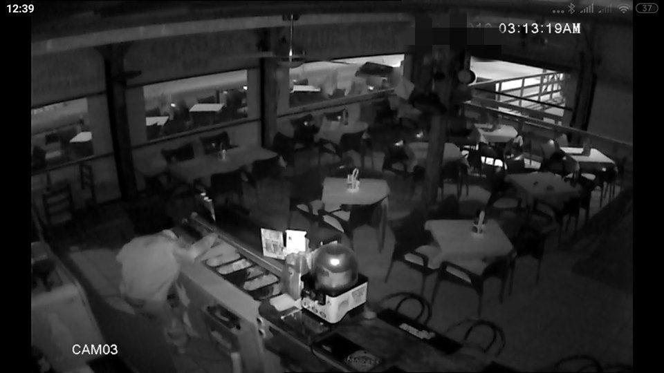Detenidos en Orihuela Costa por robar en una pizzería 6