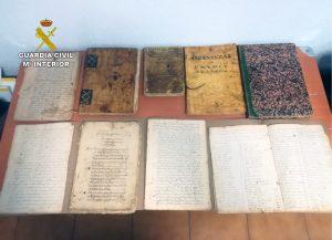 La Guardia Civil recupera en Pilar de la Horadada legajos de manuscritos del S. XVII 8