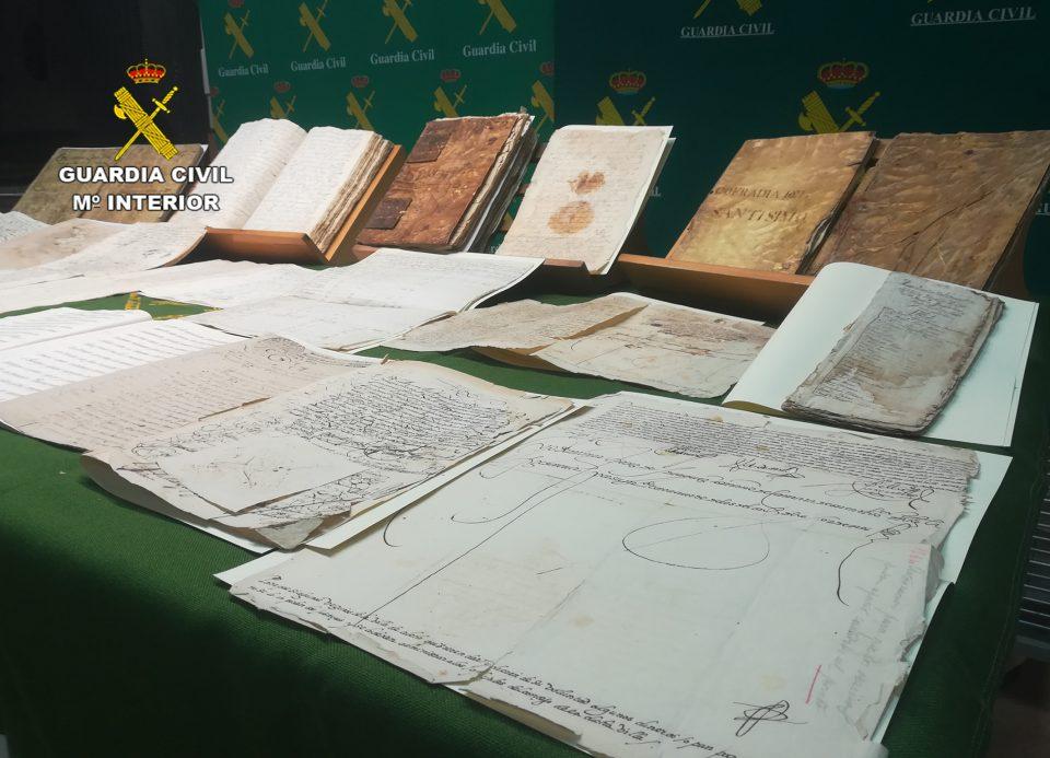 La Guardia Civil recupera en Pilar de la Horadada legajos de manuscritos del S. XVII 6