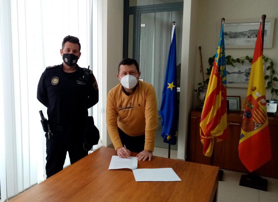 El Ayuntamiento de San Miguel de Salinas acuerda con la Policía Local un servicio 24 horas 6