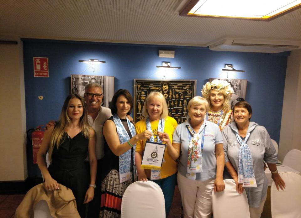 Los Rotarios entregan 1.500 € a AFA Torrevieja 6