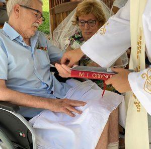 El Hospital de Torrevieja celebra unas Bodas de Oro por sorpresa 8