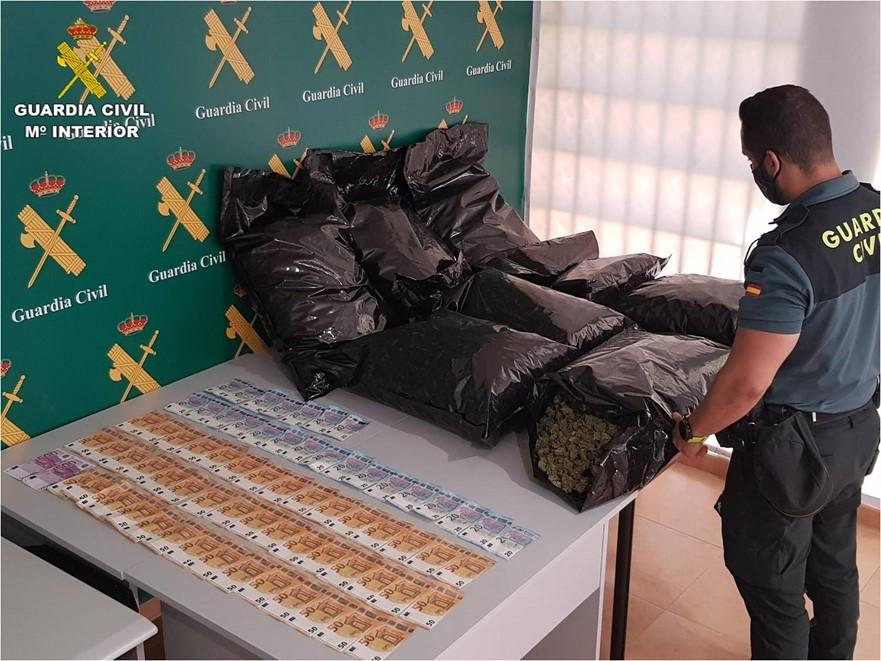 Detenido en Torrevieja un conductor que transportaba 23 kg de marihuana 6