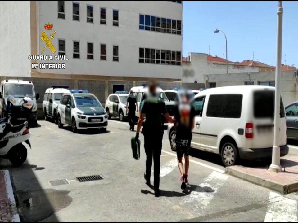 Detenido un hombre dos veces en Torrevieja por cometer diez robos en una semana 6