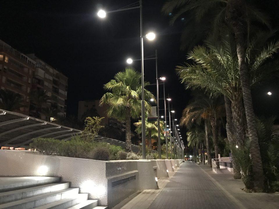 Torrevieja luce nuevo alumbrado en sus paseos 6