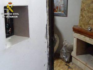 Detenida una pareja que utilizaba su domicilio de Rojales para el tráfico de drogas al menudeo 7
