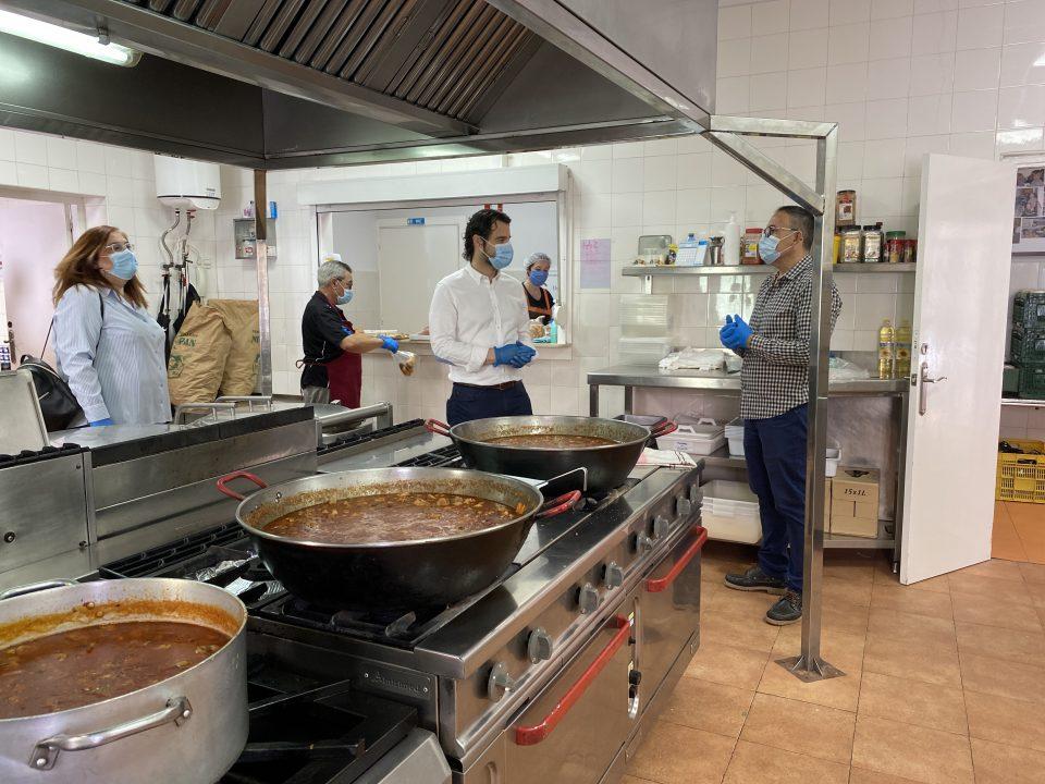 Cada mes son más las familias de Torrevieja que necesitan pedir alimentos 6