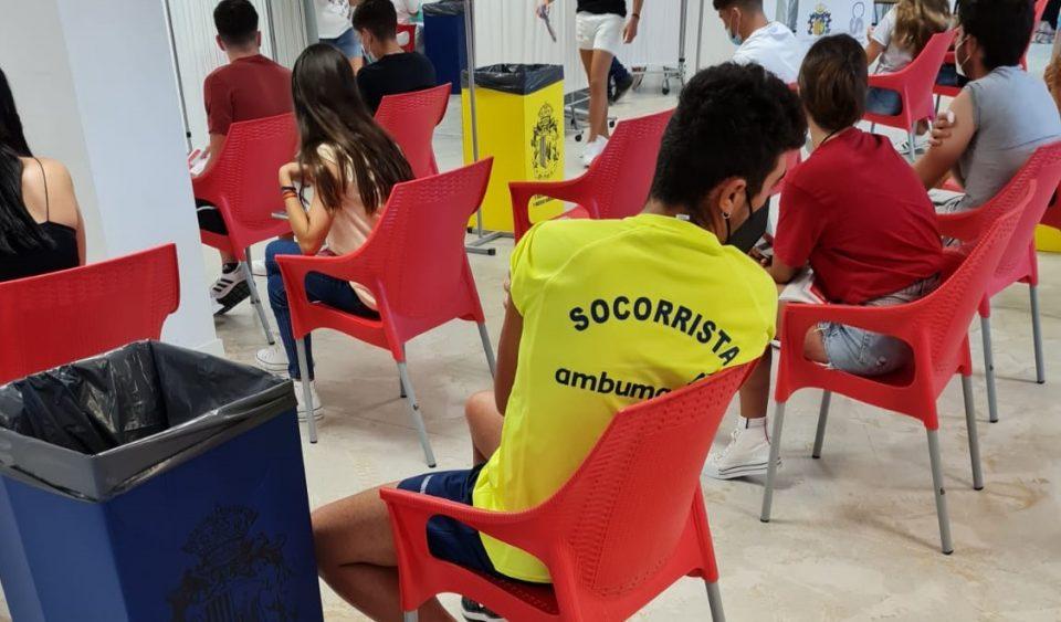 Los socorristas en las playas de Orihuela reciben la primera dosis de la vacuna contra la COVID-19 6