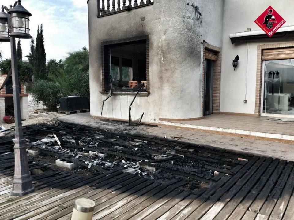 Un incendio de vegetación en Torremendo alcanza dos viviendas 6