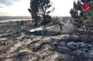 Un incendio de vegetación en Torremendo alcanza dos viviendas 7