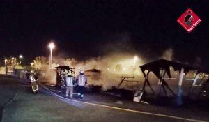 Los bomberos sofocan un incendio en la zona del Polideportivo de Pilar de la Horadada 7