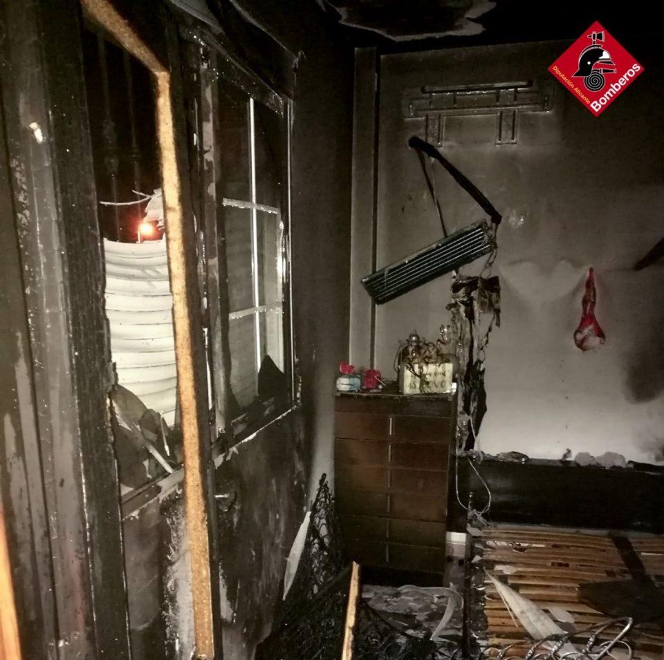 Se incendia un bungalow en Torrevieja 6