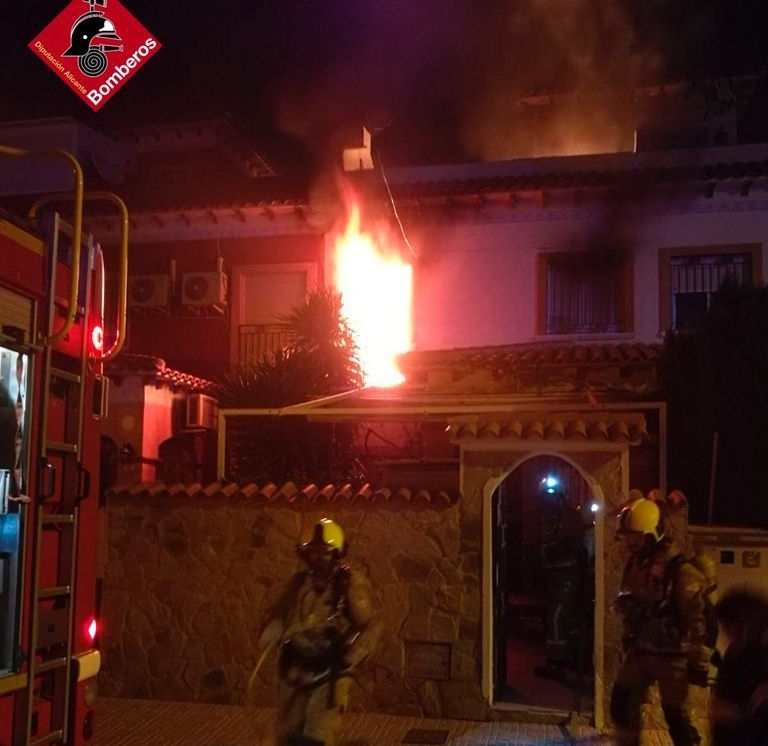 Arde un colchón y provoca un incendio en una casa de Torrevieja 6